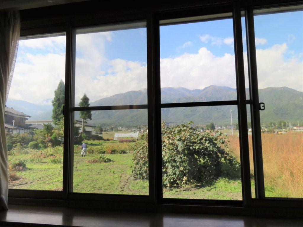 ダイニング窓の南西側の景観 H30.10撮影